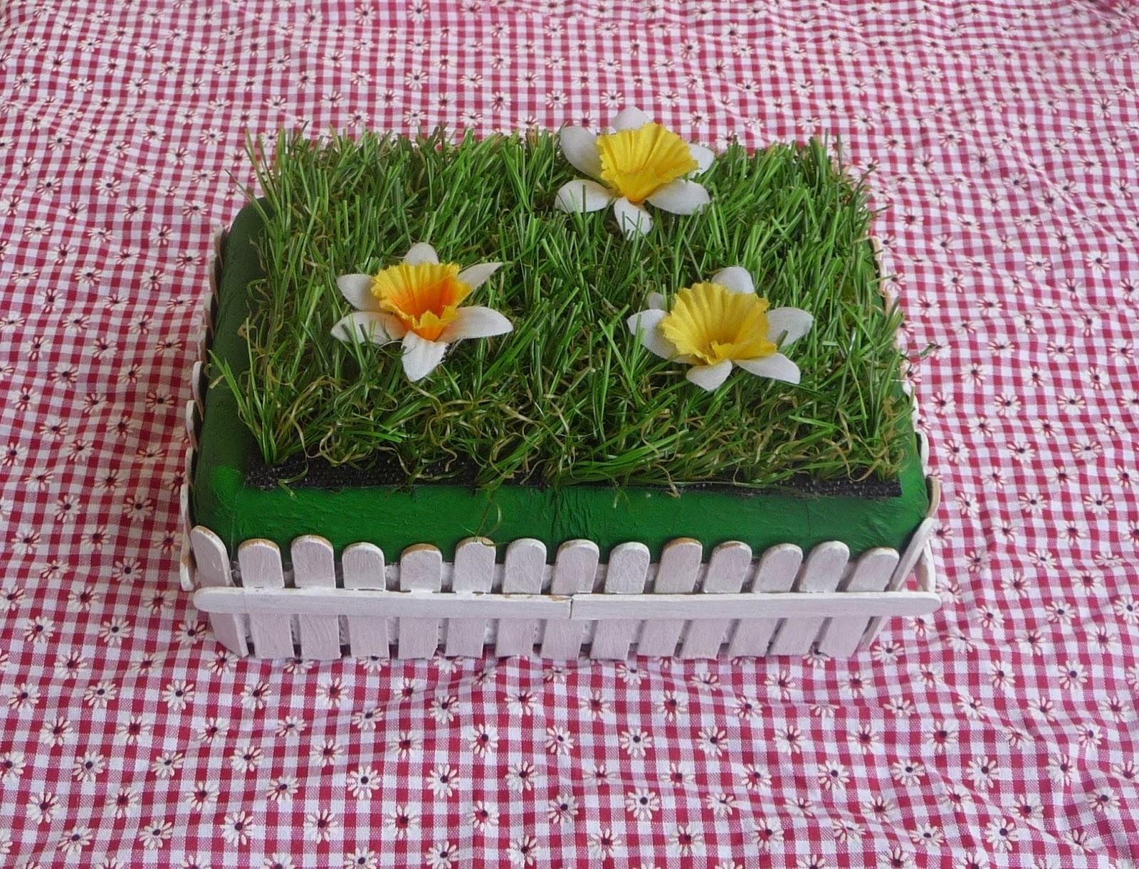 cuill re aiguille et scie sauteuse boite petit jardin en fleur. Black Bedroom Furniture Sets. Home Design Ideas
