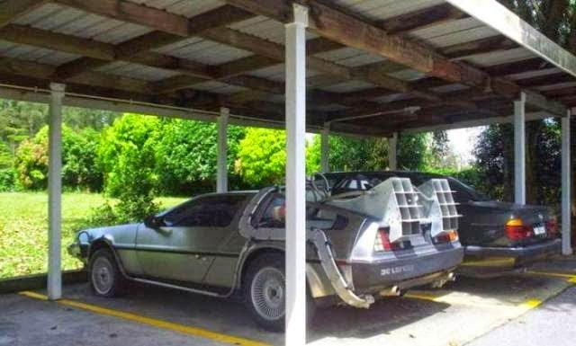 Gambar kereta delorean back to the future di miri