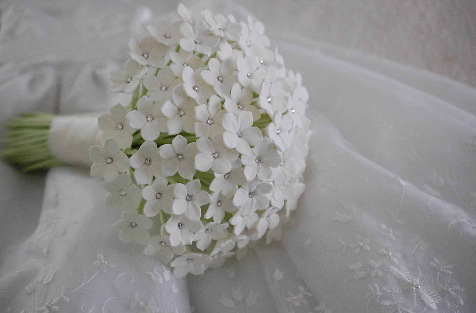 Stephanotis wedding bouquet for a bride in uk paper flowers deococlay stephanotis wedding bouuqet izmirmasajfo