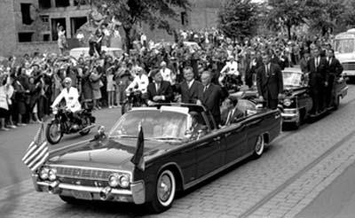 AGENTS ON JFK'S LIMO JUNE 1963