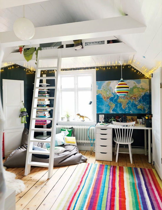 Kid's room with loft space. Photo by Peter Carlsson via Hus o Hem.