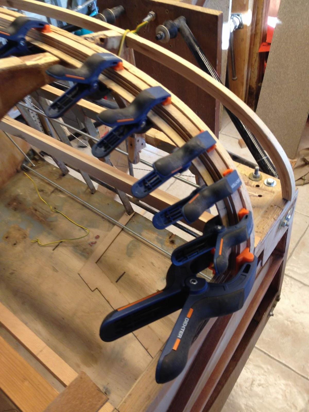 minicab story cintrage du bois construction d 39 une tuve. Black Bedroom Furniture Sets. Home Design Ideas