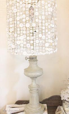 лампа из пуговок