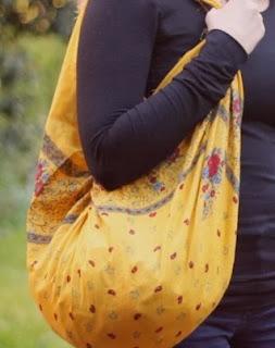 http://lasmanualidades.imujer.com/6785/como-hacer-un-bolso-de-tela-sin-costuras