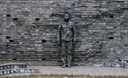 awesome art, cool art, liu bolin the invisible man pictures, liu bolin, camouflage artwork, the invisible man, funny pictures
