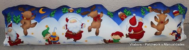Paraviento navideño de Patchwork muy original por la forma ondulada de arriba