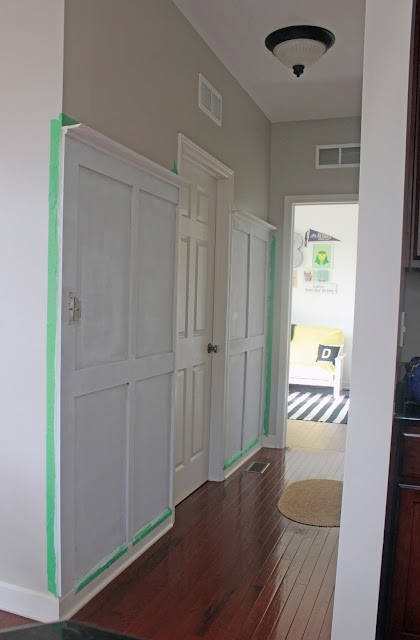 Creating an Entryway Drop Zone in a Hallway: How nice would it be to have drop zone for your keys, mail, and and all the other random stuff you carry through your door when you come home?!