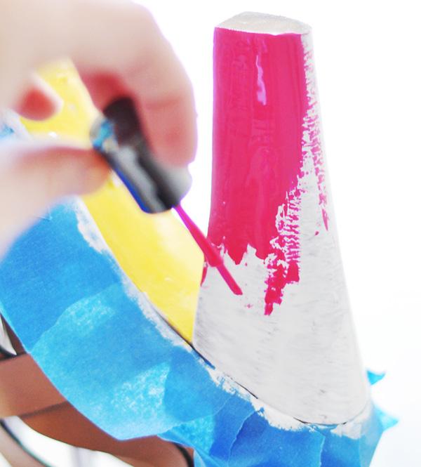 DIY: Neon Shoes -  Faça você mesmo: customize sua sandália básica