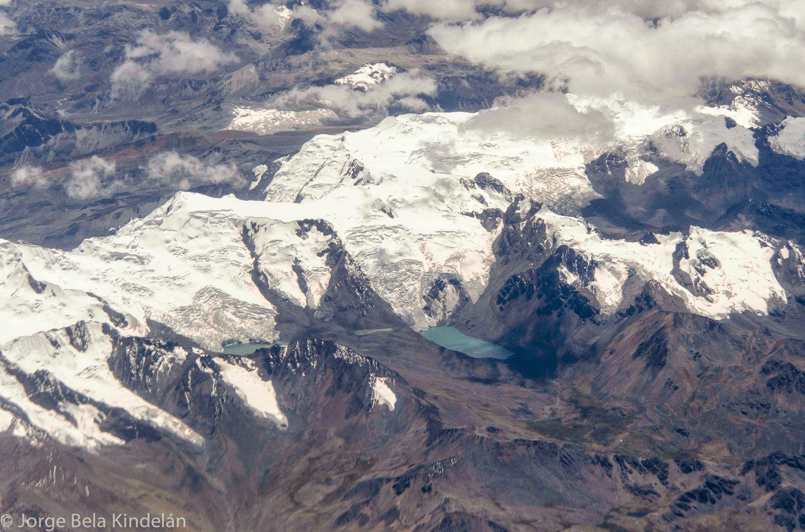 Cordillera de Cuzco, con sus inmensos glaciares, icnluyendo el Quelccaya. Foto: Jorge Bela