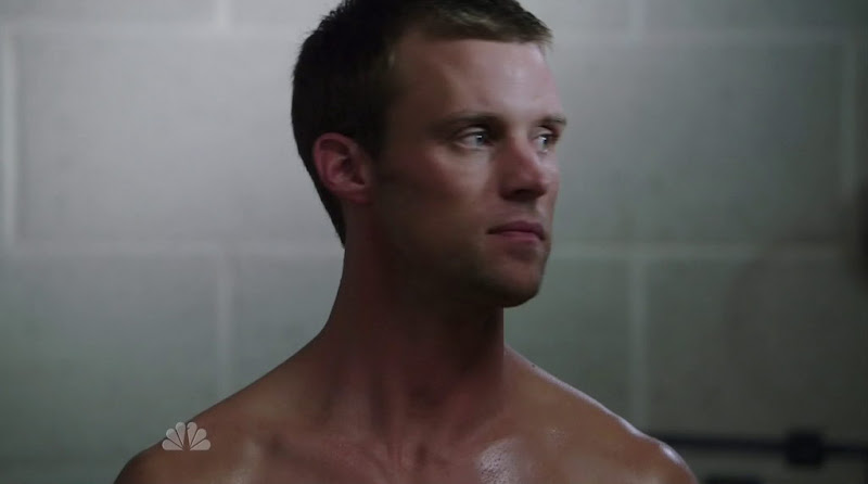 Jesse Spencer Shirtless in Chicago Fire s1e01