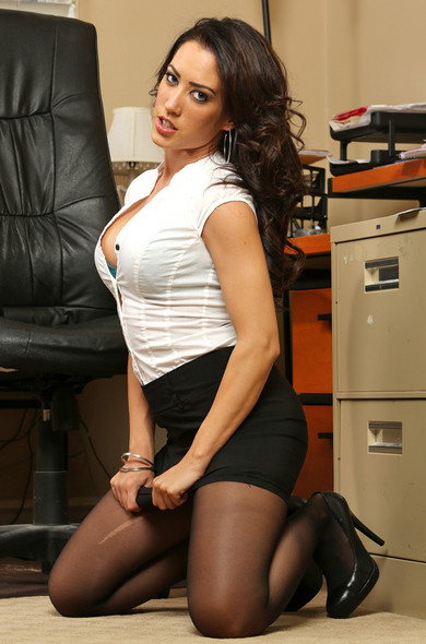 MILF pornstar Capri Cavanni displays round tits during hardcore office sex  1910377