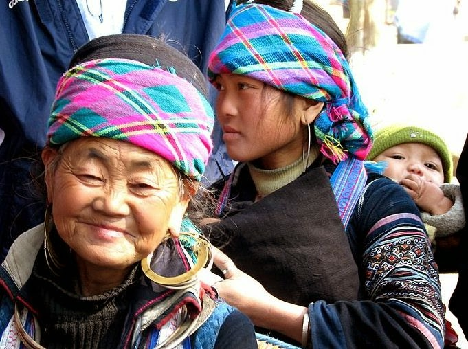http://commons.wikimedia.org/wiki/File:Black_H%27mong_family_%E2%80%93_Grandmother,_mother,_grandson-_Sapa_Vietnam.JPG