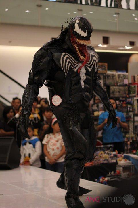 venom+costume+action+5.jpg