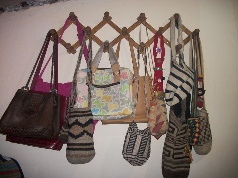 El trebol azul trucos para organizar tu hogar - Organizar bolsos ikea ...