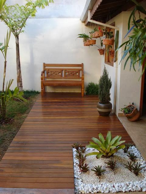 deck em jardim pequeno:Recanto no jardim – Jeito de Casa – Blog de Decoração