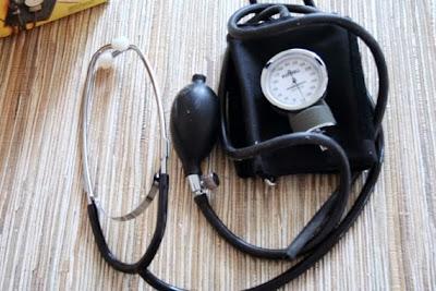 https://www.etsy.com/listing/121134533/home-blood-pressure-kit-vintage-medical?ref=favs_view_8