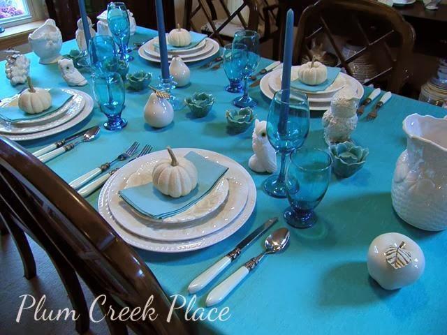 aqua tablescape, fall tablescape, aqua and white tablescape