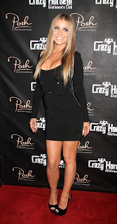 Carmen Electra posing on the red carpet