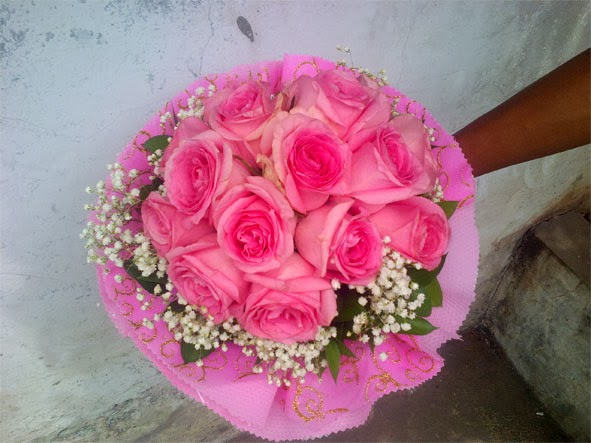 Handbouquet bunga mawar pink