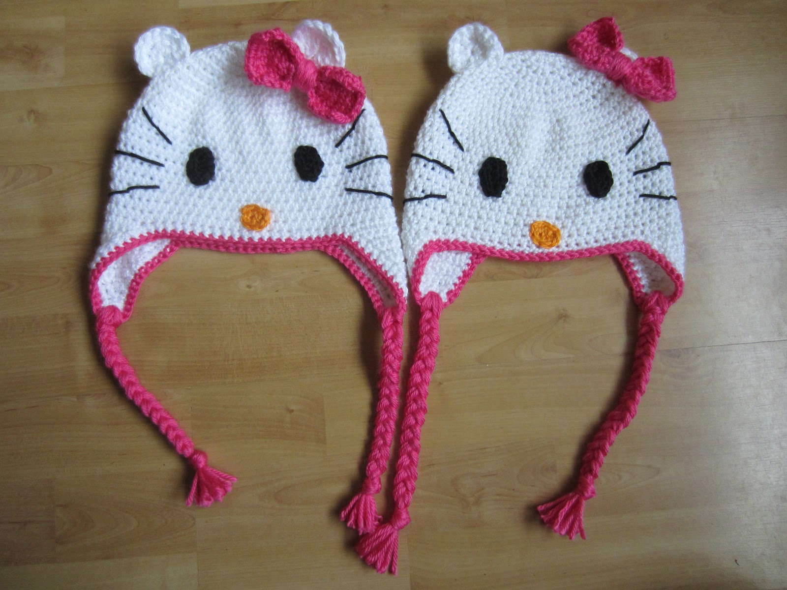 Free Crochet Pattern For A Hello Kitty Hat : Lutje Haakt & Meer: Hello kitty mutsen voor goede doel