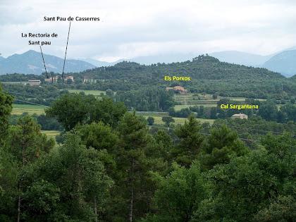 Les masies d'Els Porxos, Cal Sargantana i Sant Pau de Casserres des de les granges de Vilanova