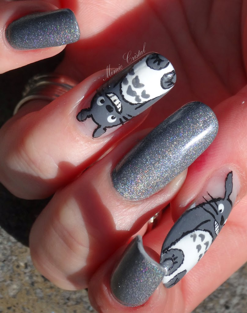 J\u0027ai d\u0027abord posé deux couches de MISS EUROPE gris mat, couleur qui m\u0027a  servie pour faire la fourrure de Totoro en accent nail. Et pour les autres  ongles,