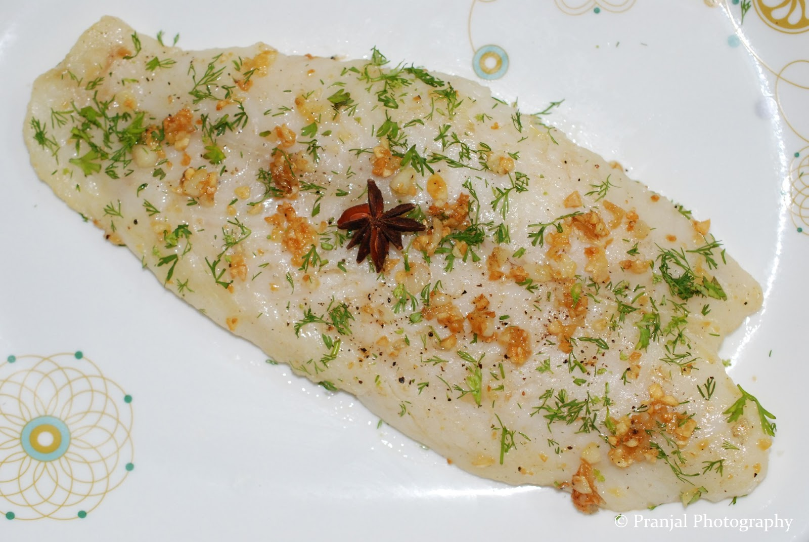 Herbs 39 n 39 spices poached fish in lemon butter garlic sauce for Garlic sauce for fish