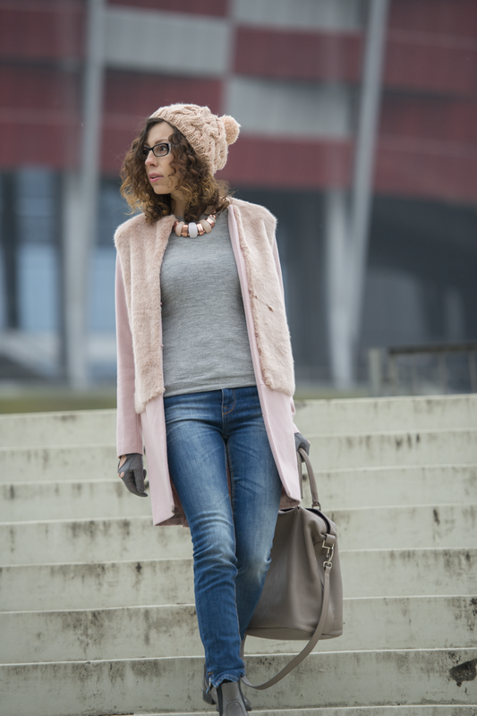 jasny rożówy płaszcz Zara