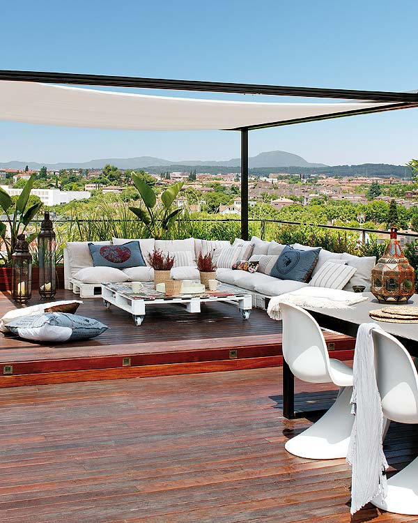 Terraza ático sofás palets