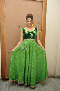 Anchor Shilpa Chakravarthy Latest Pictures (25).jpg