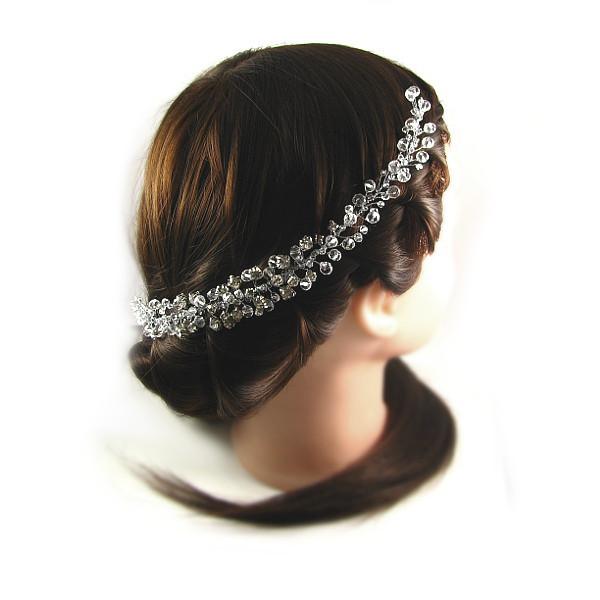 Fryzura ślubna z warkoczem ozdobiona kryształową gałązką Airy.