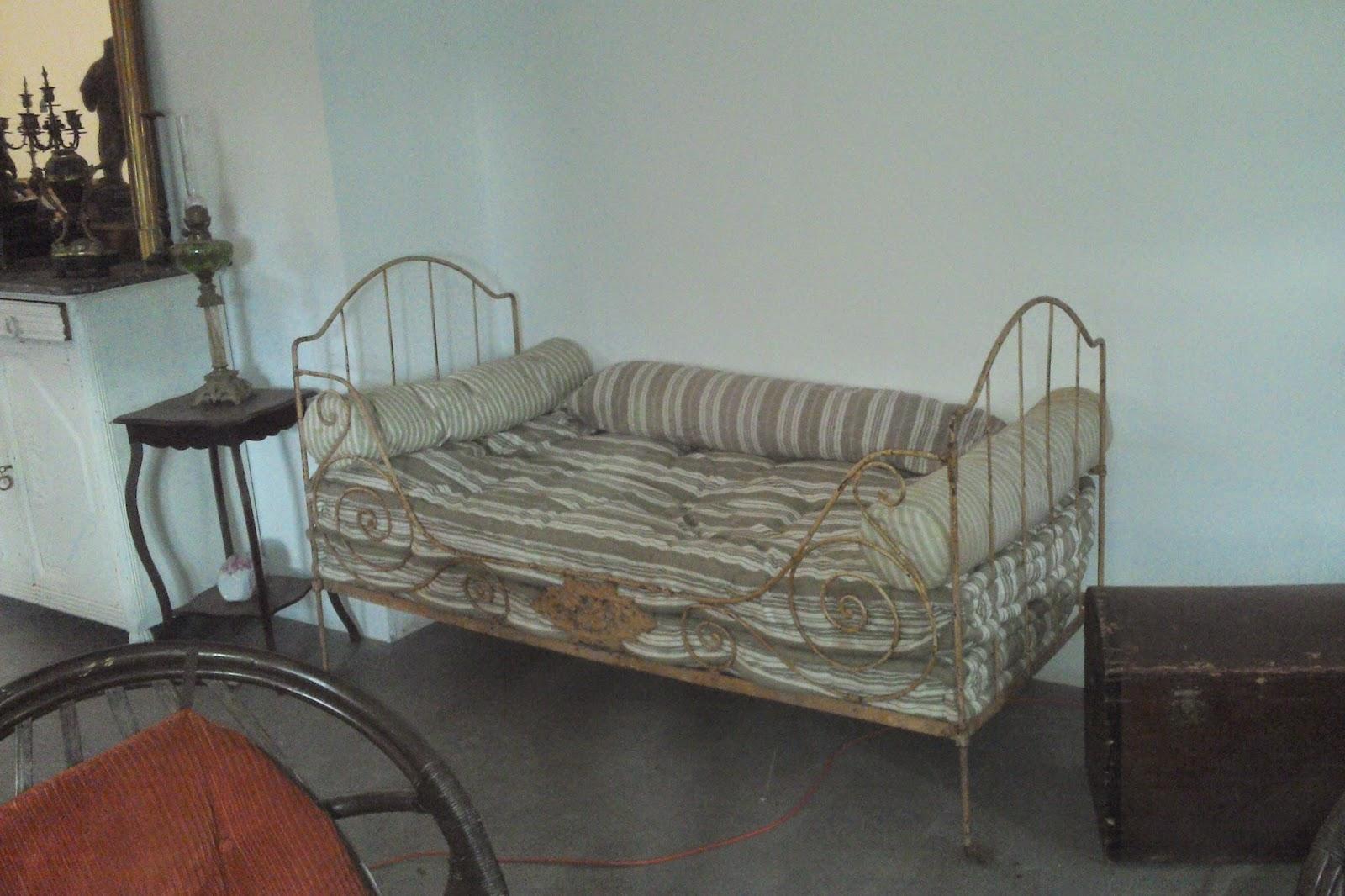 mobilier de jardin ancien fer forge. Black Bedroom Furniture Sets. Home Design Ideas