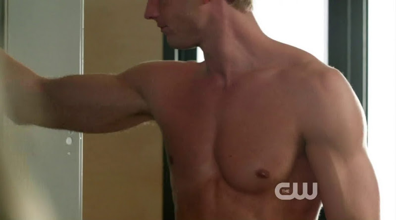 Justin Hartley Shirtless in Emily Owens MD s1e03