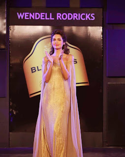 3 Esha Gupta in Golden Gown at Blenders Pride Event.jpg