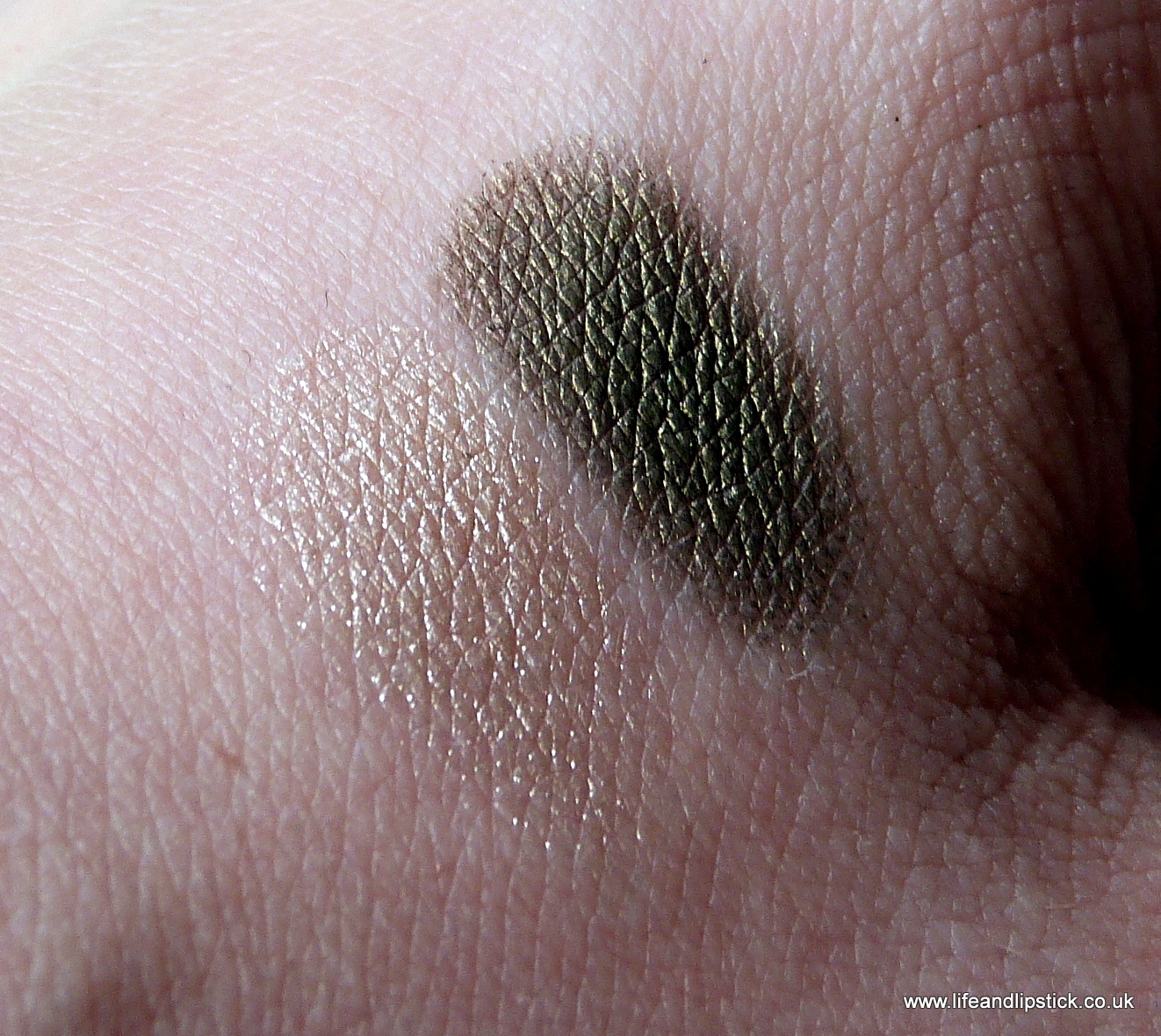 L'Oreal Paris Color Riche Mono Eyeshadow in Nude and Smoky