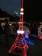 ここにも小さな東京タワーが! 昼は子供たちが楽しく遊ぶことができるオブジェ . (img )