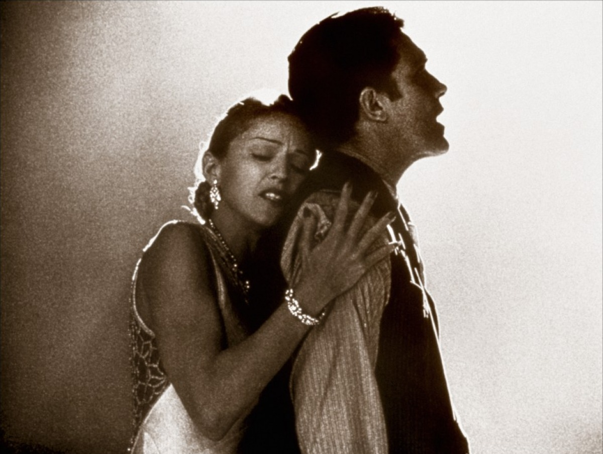 http://1.bp.blogspot.com/-se-C_tugmQE/UE9UmEYRTDI/AAAAAAAAKgA/K7aBpp8j6V0/s1600/evita-1996-11-g.jpg