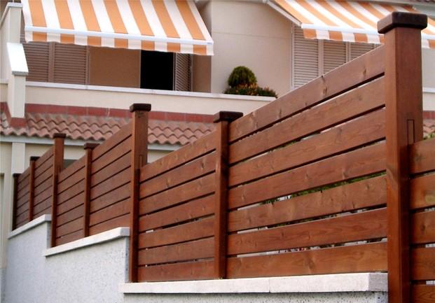 Arte y jardiner a superficies verticales materiales - Vallas exteriores para casas ...