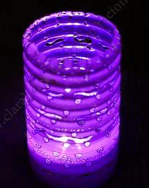 http://clarabelen.com/inspiraciones/59/manualidades-como-hacer-una-lamparita-o-farolillo-con-una-botella-de-plastico-reciclada-y-leds/