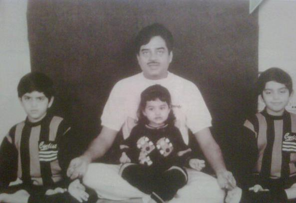 Sonakshi Sinha Childhood Photos with brothers