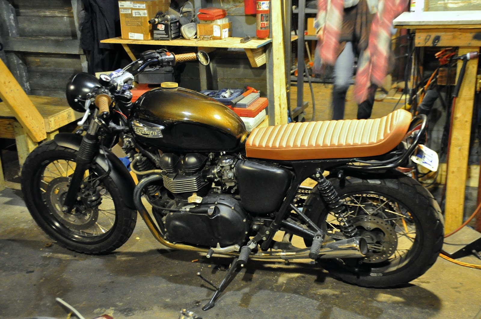 Triumph bonneville single seats