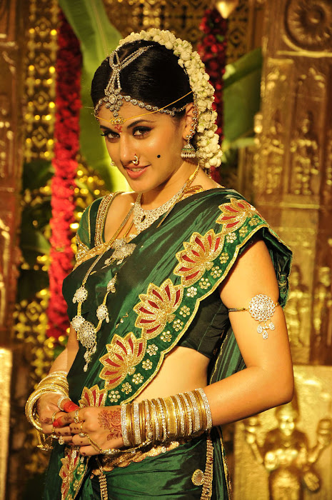 tapsee from mogudu, tapsee glamour  images