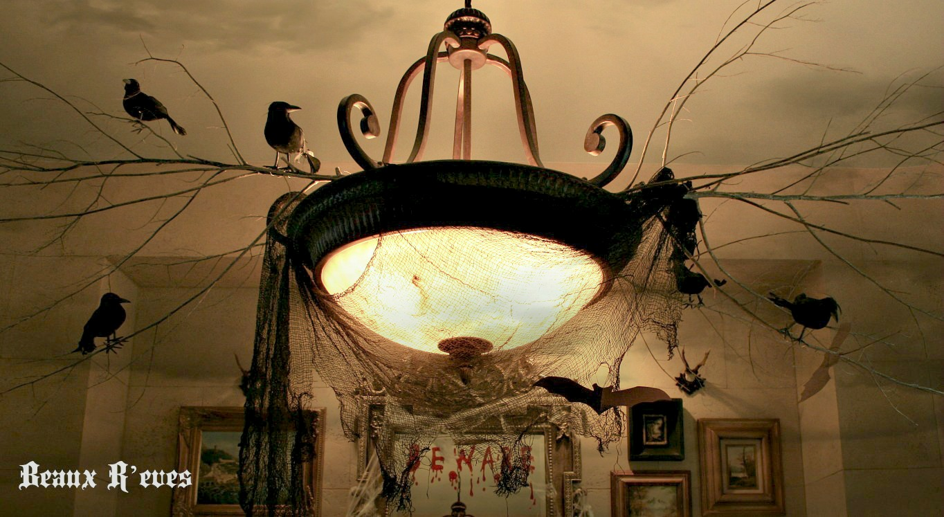 Beaux r 39 eves haunted dining room for Haunted dining room ideas