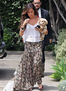 ashley tisdale boho chic saia longa