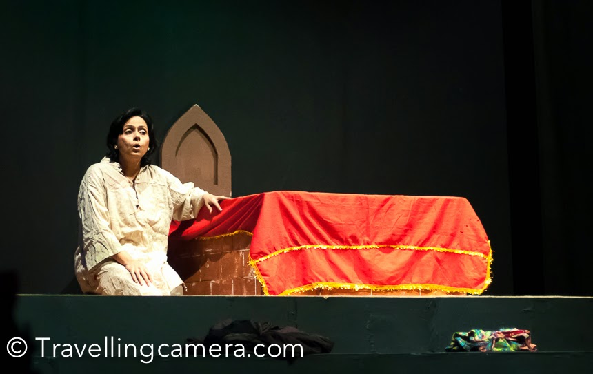 This year, International Bharat Rang Mahotsav in Delhi also planned to show 'Kambakht Bulkul Aurat play which is directed by Naseeruddin Shah. This play has some of the finest theatre artists and one of them was Loveleen. Every artist did a solo show and shared a story by acting different roles. I was super impressed with acting of Loveleen Mishra. There were different emotions in the beautiful story she enacted. If you know the DD1 show 'Hum log,  she was one of the actors in that TV soap. When I saw her face on stage, I was sure that it's a very familiar face but couldn't recollect the references. Recently I was reading her article where she shared her views on TV serials  on this time and definitely she has some valid points to share on this topic. Her expressions from this play always remain live in my mind. I feel fortunate to watch this play during Bharangam and see these brilliant actors performing in this legendary play directed by  Naseeruddin Shah.Hope to watch her performing again in future and best wishes to Loveleen from PHOTO JOURNEY team !