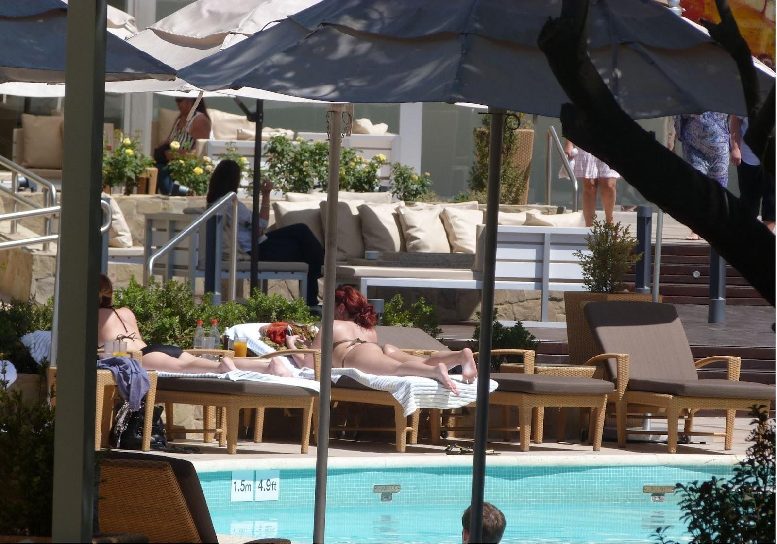 http://1.bp.blogspot.com/-sfj0d0ScDVw/TzQRSo8W8_I/AAAAAAAAA_8/tWm2O39HOsg/s1600/Demi+Lovato+Poolside+(3).jpg