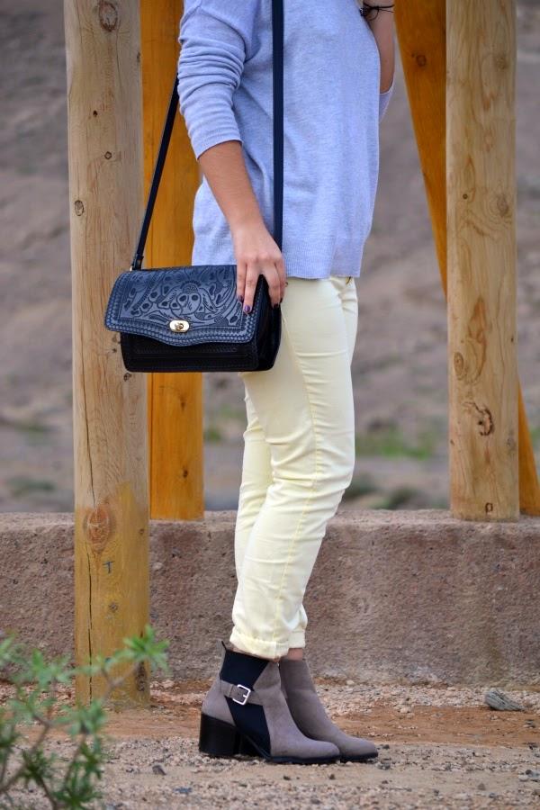look_turbante_como_combinar_pantalon_amarillo_lolalolailo_04