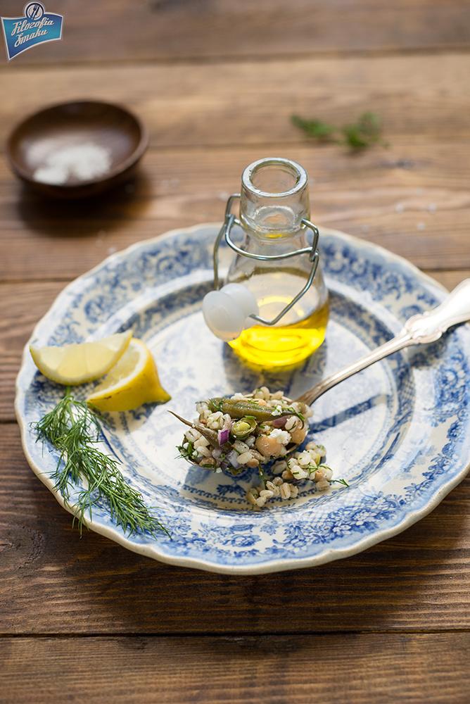 Sałatka z fasolką szparagową i kaszą pęczak