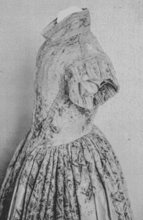 Pflazagrafin Dorothea Maria Von Sulzbach's gown c1639  image 340 PoF pg. 48  The gown is housed at the Bayerisches Nationalmuseum, Munich.