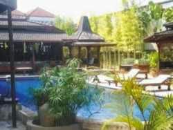 Hotel Kolam Renang di Legian - Villa Ketupat